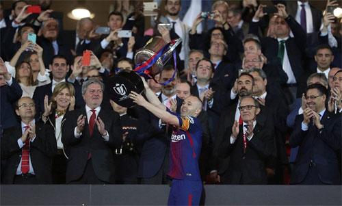 Đè bẹp Sevilla, Barca san bằng kỷ lục giành bốn Cup Nhà vua liên tiếp