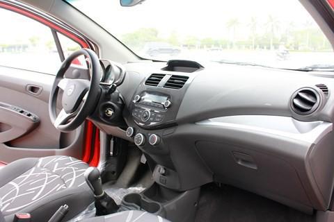 Chevrolet Spark 'ế thảm, giảm sâu' trở thành xe ô tô rẻ nhất Việt Nam - 2