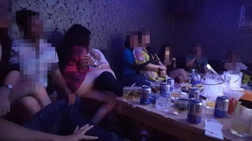 Thác loạn bên trong các nhà hàng khu trung tâm Sài Gòn