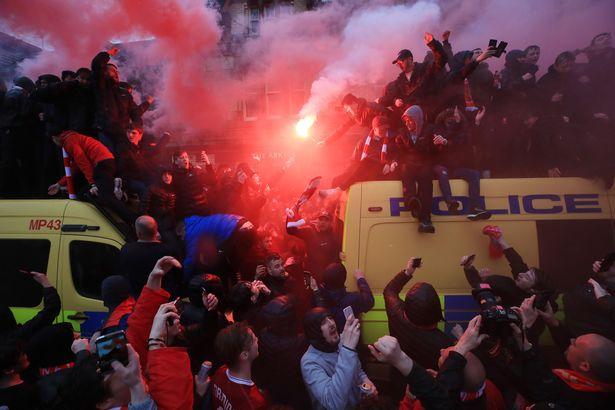 Đại chiến CĐV AS Roma, 1 CĐV Liverpool nguy kịch