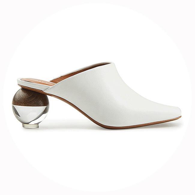 Chán giày đế vuông, các tín đồ thời trang đổ xô đi giày đế tròn hết rồi
