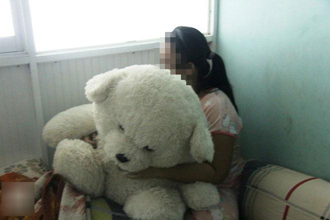 Vụ bé gái 16 tuổi bị hiếp dâm đến sinh con: Không khởi tố vụ án hình sự dù anh rể là cha của đứa bé?
