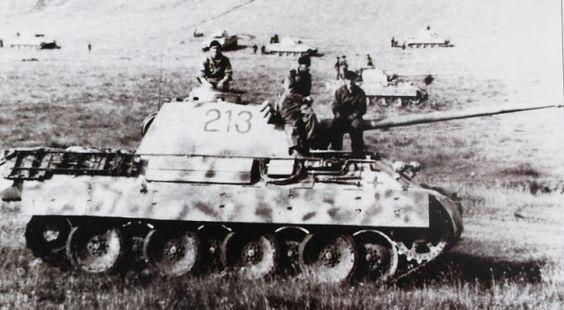 Những cỗ xe tăng đáng sợ của Hitler