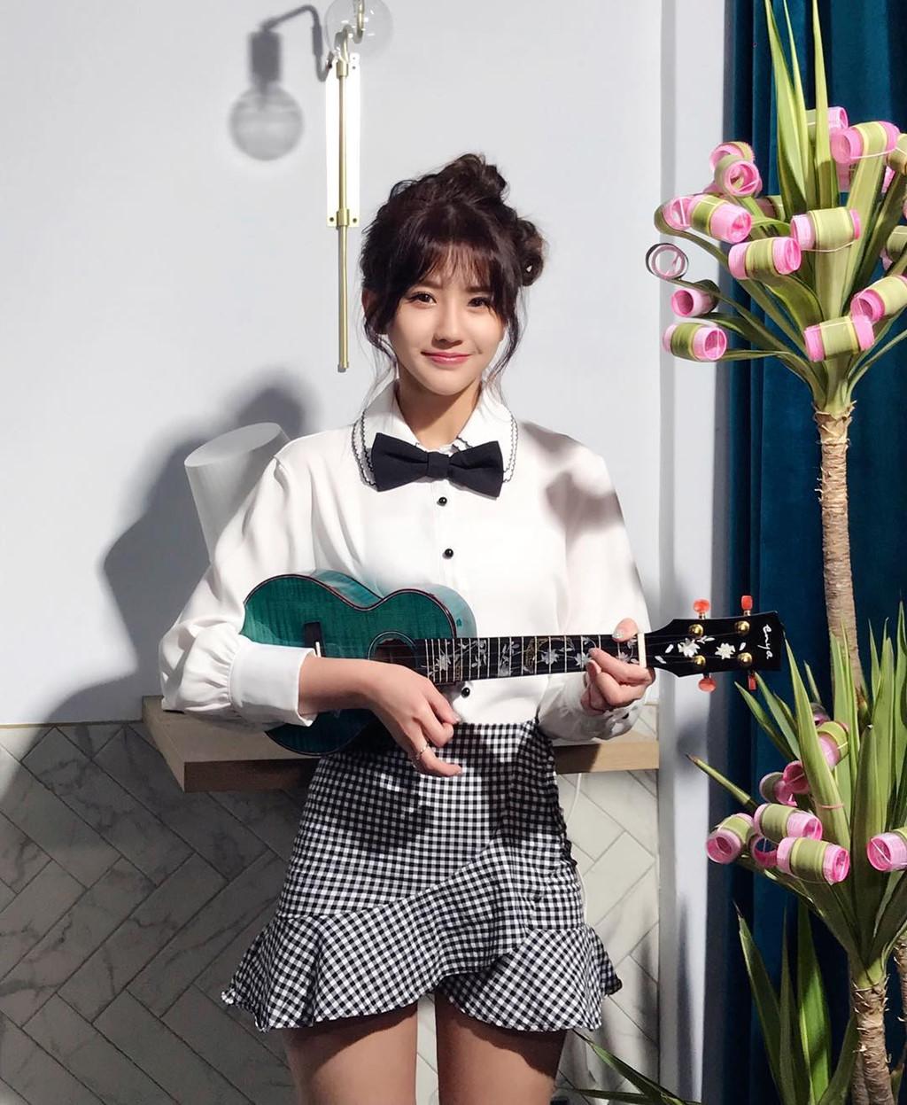 4 hot girl nước ngoài vừa xinh đẹp vừa hát tiếng Việt hay