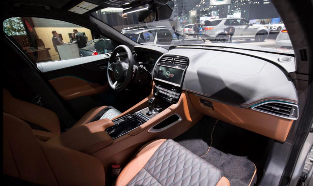 Jaguar F-Pace 2019 cao cấp và thông minh hơn