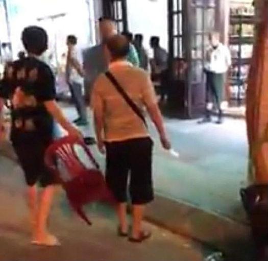 Nhóm khách Trung Quốc nghi ăn không trả tiền rồi cầm dao dọa đánh nhân viên nhà hàng