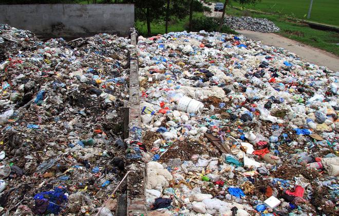 Hà Nội: Dân dựng lều, chặn đường ngăn xe đưa rác vào bãi tập kết gây ô nhiễm