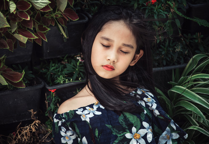 Con gái 7 tuổi của Minh Tiệp có khiếu làm mẫu từ bé