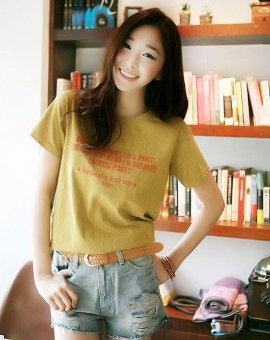 Những gợi ý kết hợp đồ với quần jeans rách cho mùa hè thêm năng động