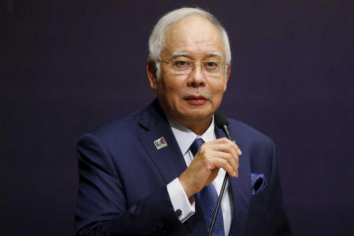 Vừa mất ghế, cựu thủ tướng Malaysia đối mặt điều tra thụt két