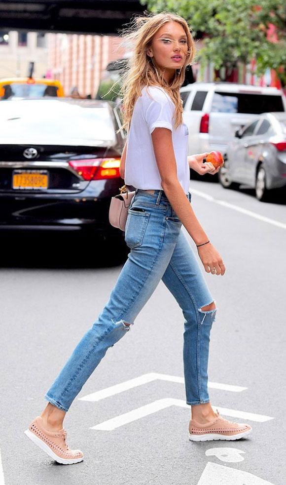 Lên đồ ra phố ngày hè đẹp quên lối về với quần jeans và áo thun