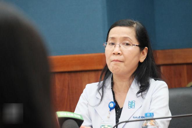 6 giờ ròng rã cứu mạng người phụ nữ mang khối u buồng trứng lớn nhất Việt Nam