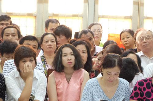 Hàng trăm nạn nhân dự phiên xét xử tiến sĩ dạy học làm giàu