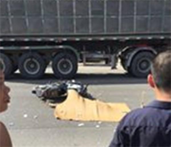 Hà Nội: Nữ sinh cấp 3 ngã xuống đường bị xe container cán chết thảm