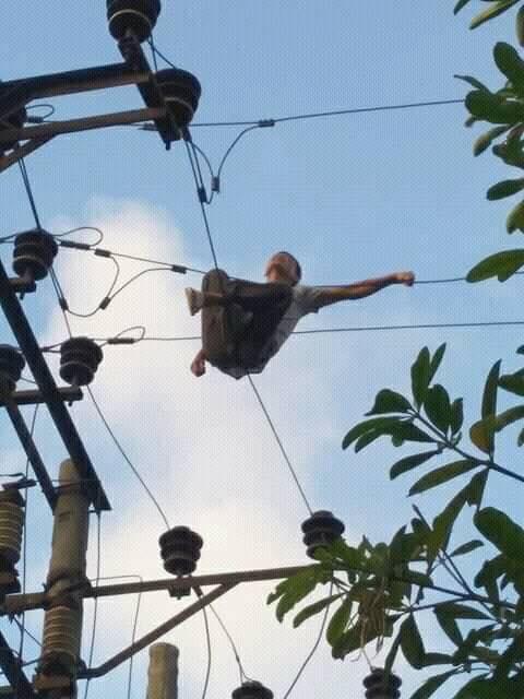 Người đàn ông leo lên cột điện tự tử bị cả làng chửi vì làm mất điện ngày nắng nóng