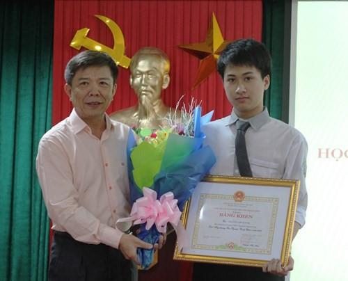 Đỗ ĐH số 1 thế giới, giành 2 HCV Olympic Quốc tế, 9x Quảng Bình lại vừa nhận Huân chương Lao động hạng Ba của Chủ tịch nước