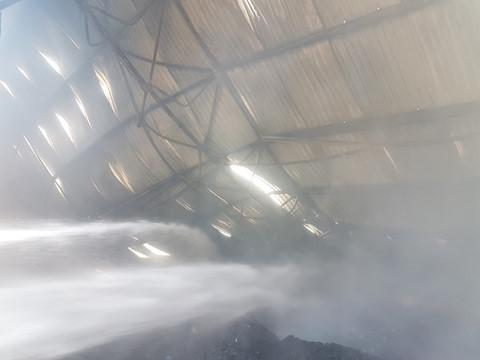 Hỏa hoạn thiêu rụi kho chứa bông rộng gần ngàn mét vuông tại Nam Định - 4
