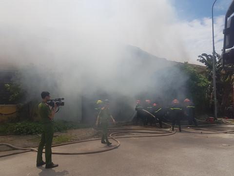 Hỏa hoạn thiêu rụi kho chứa bông rộng gần ngàn mét vuông tại Nam Định - 2