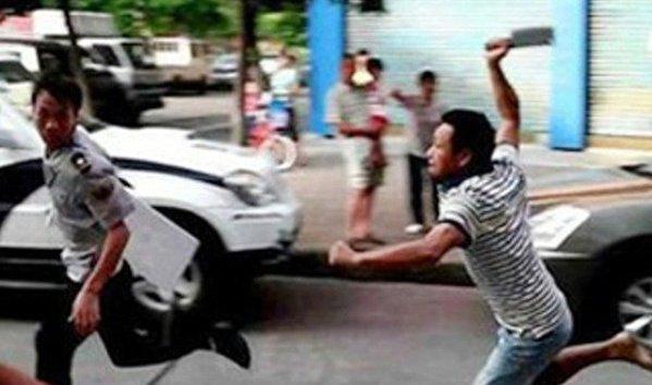 Bạn trai mới, cũ của cô giáo mầm non đánh nhau, nhiều người hoảng sợ