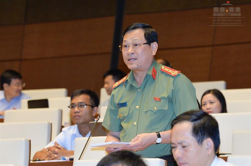 Đại biểu QH bất ngờ đề nghị có Luật phòng chống phản bội Tổ quốc