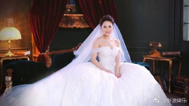 Hé lộ hình ảnh Chung Hân Đồng mặc áo cưới tinh khôi, hôn lễ tổ chức tại Los Angeles ngày hôm nay