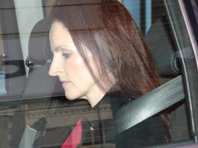 Gã chồng hiểm độc năm lần bảy lượt lập mưu giết vợ, chẳng ai ngờ được đây lại là phản ứng của cô sau tất cả mọi chuyện