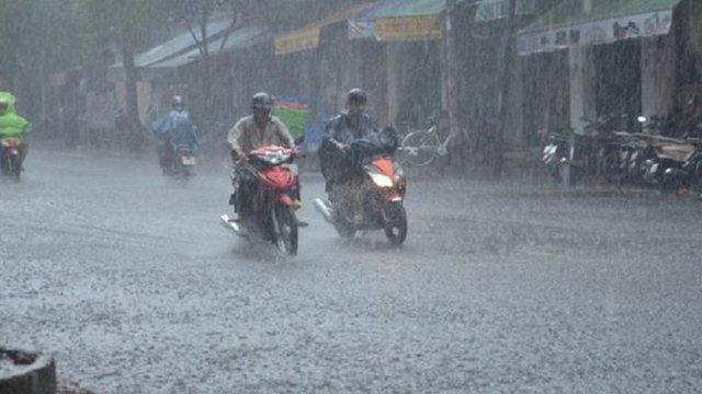 Dự báo thời tiết 27/5: Giảm 5 độ, miền Bắc mưa rất to