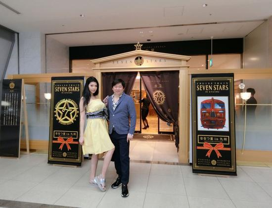 Siêu mẫu Đài Loan nhận lời cầu hôn của tỷ phú xấu trai sau 10 lần khước từ