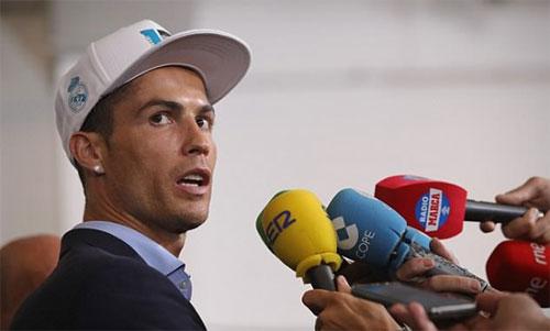 Ronaldo tiết lộ ý định rời Real nhiều tuần trước chung kết C1