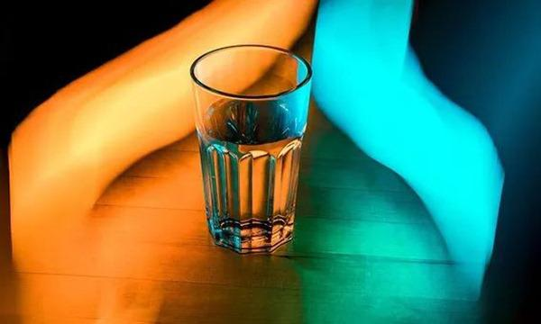 Hoại tử tay chân vì thường quên uống nước: Mỗi ngày cần uống bao nhiêu là đủ?