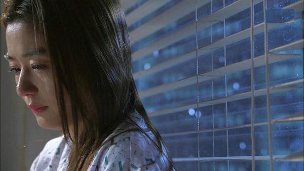 Vợ sảy thai, chồng bưng bát cháo lên phòng mà run rẩy vì… sợ mẹ