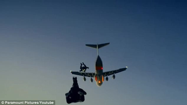 Cú nhảy ngoạn mục của Tom Cruise từ độ cao 7.600m trong Mission: Impossible