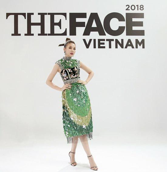 Thanh Hằng đẹp nhất tuần với đầm xanh ngọc bích