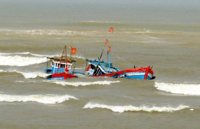 Đâm va với tàu lạ, 5 ngư dân trên tàu cá Khánh Hòa mất tích