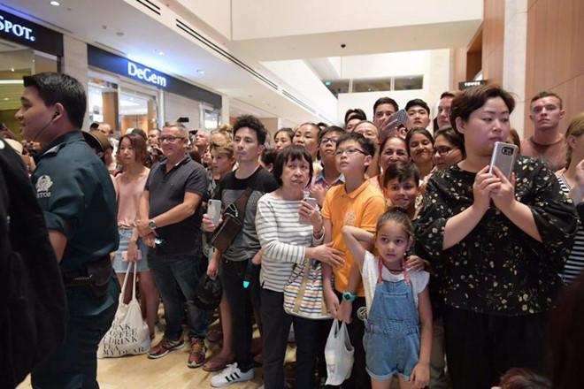 Kim Jong Un rời khách sạn để khám phá Singapore về đêm