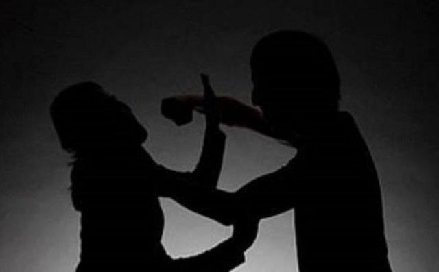 Bị đánh chết vì xách dao đi hỏi tội con riêng của vợ hờ