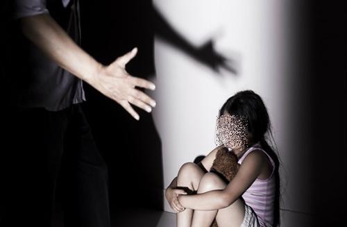 Bắt 2 đối tượng người ngoại quốc chuyên dụ dỗ các bé trai để dâm ô