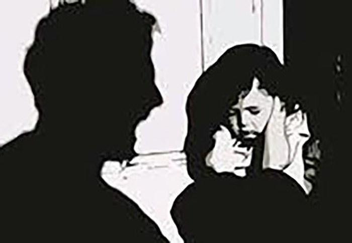 Bé 6 tuổi bị gã hàng xóm xâm hại tình dục trong phòng trọ