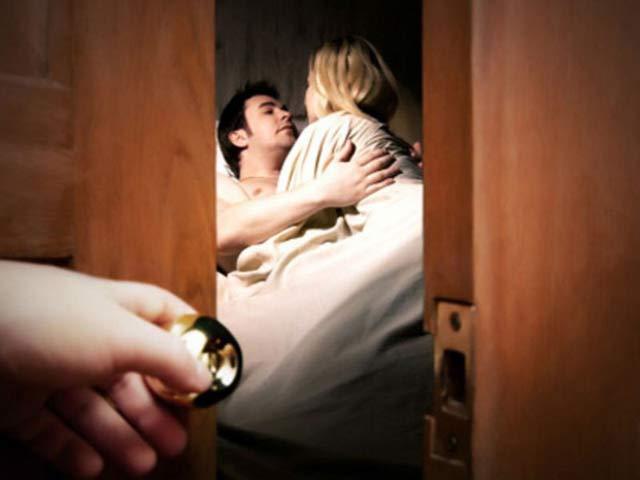 Bí mật gây sốc sau những lần chồng giúp đỡ em họ mỗi khi ông xã cô ấy vắng nhà