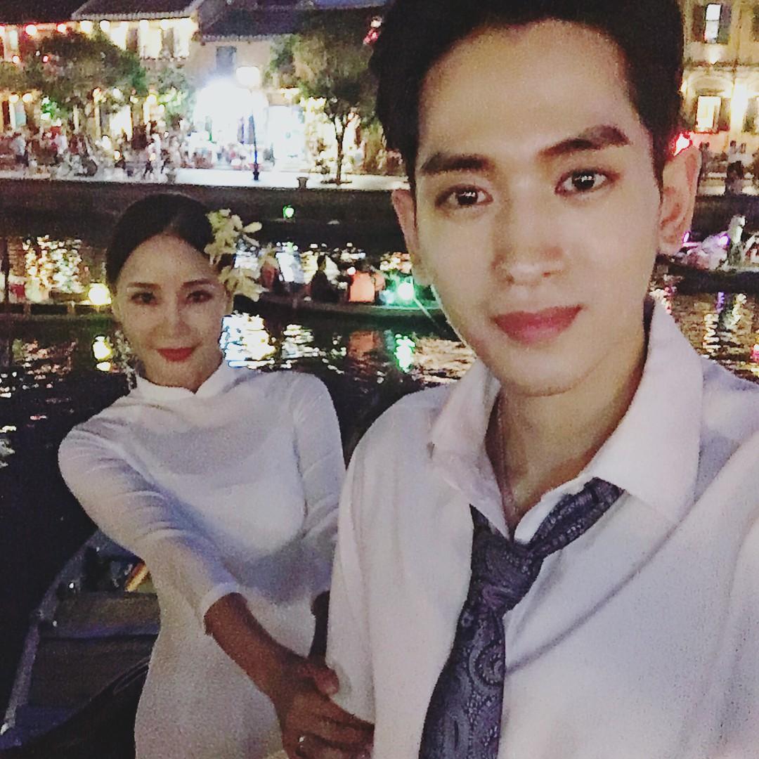 Dispatch đưa tin nữ ca sĩ bốc lửa xứ Hàn diện áo dài, cùng chồng kém 17 tuổi đến tận Việt Nam để chụp hình cưới