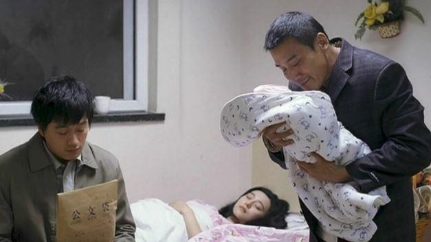 Vụ Phạm Băng Băng khởi kiện, đòi bồi thường 1,8 tỷ: Sự thật về bức ảnh cho con bú