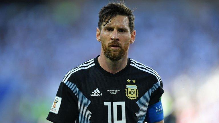 Messi hỏng penalty, Argentina ra quân thảm họa