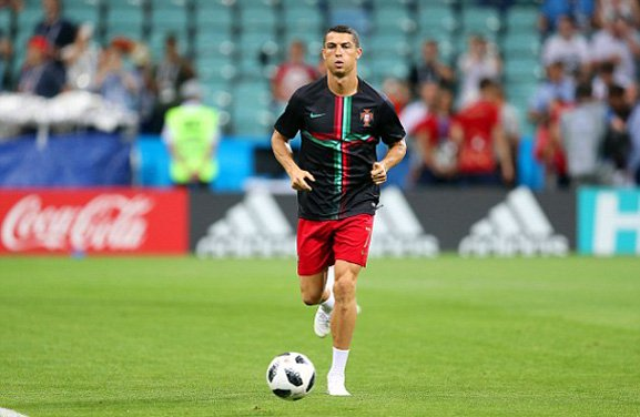 Ronaldo nổ hat-trick, Bồ Đào Nha rượt đuổi ngoạn mục Tây Ban Nha