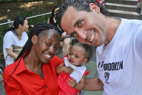 Bị chính phủ Israel cấm vận vì... hiến tinh trùng quá nhiều