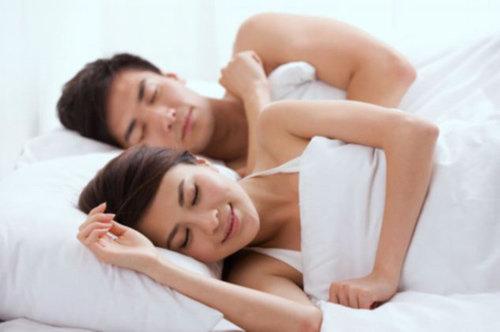 Lí do tuyệt đối không nên quan hệ tình d.ụ.c khi chồng bị sốt