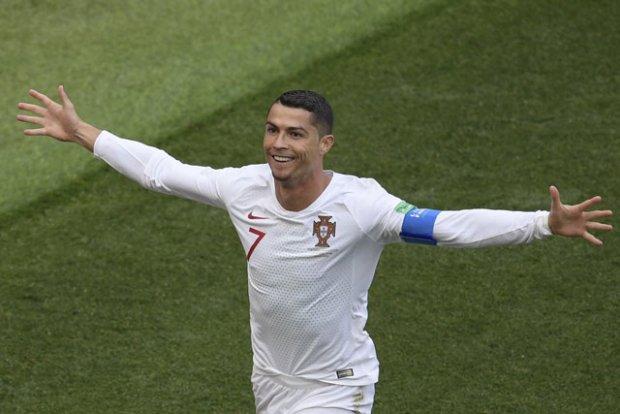 Ronaldo phát biểu đầy khiêm tốn sau trận thắng Morocco