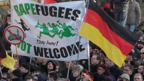 Nỗ lực lật đổ Merkel của những người ủng hộ Trump