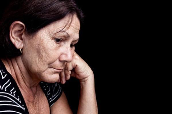 Phát hoảng vì sở thích kỳ quặc của mẹ chồng với cháu trai, tôi góp ý thì bà giận ngược lại tôi