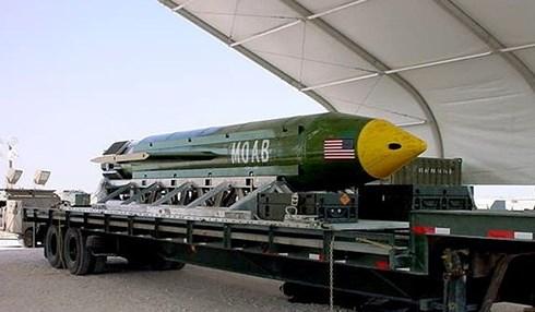 """Mỹ dự định trang bị """"mẹ của các loại bom"""" cho B-52"""