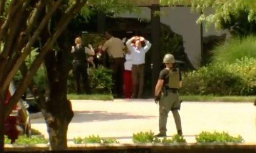 Khung cảnh như vùng chiến sự tại tòa soạn báo Mỹ bị xả súng